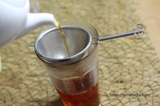 アイスティ用紅茶グラスに注ぐ